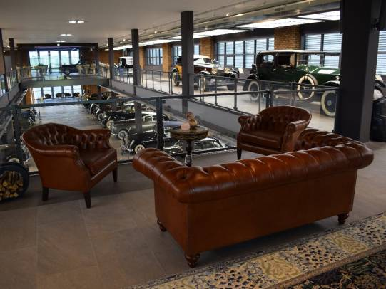 Chesterfield Allingham Sofa und Shelly Tub Chairs in Leder Heritage Tan