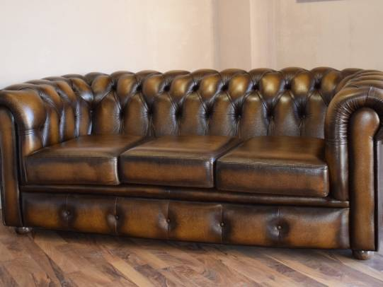 Chesterfield 3er Sofa in Antik Gold