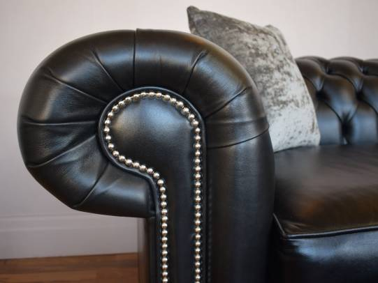 Chesterfield Sofa Raleigh in Old English Black