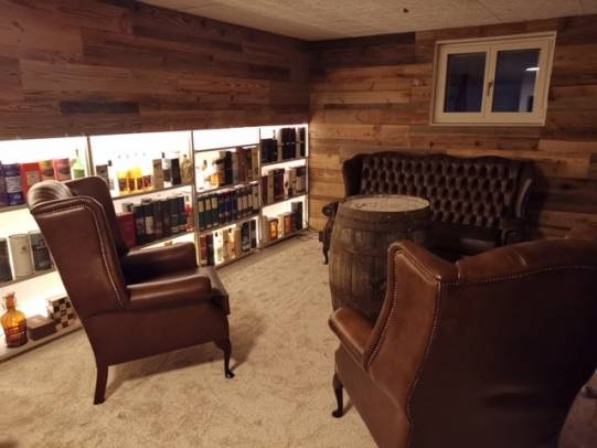 Chesterfield Hochlehner Sofa und Sessel in der Whisky Lounge