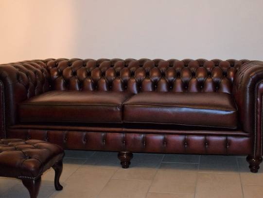 Chesterfield Raleigh 3er-Sofa mit Ext. in Antique Red