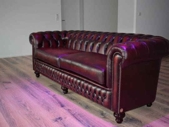 Shackleton 4er Sofa in Antik Red